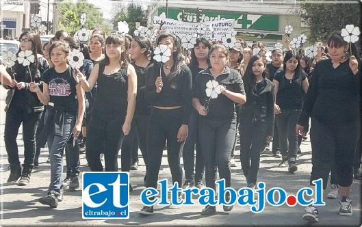 El establecimiento educacional de San Felipe decidió sumarse a las actividades de conmemoración de este día, entendiendo que también hay alumnas que sufren violencia en el pololeo.