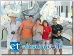Cristián Del Vitto posó para las cámaras de Diario El Trabajo en compañía de los organizadores del evento muralista en esa comuna.