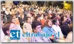 El público expectante que según los organizadores superó las 5.000 en la plaza de Putaendo esperó el ingreso triunfal de Los Jaivas.