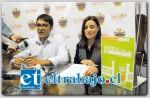 Ricardo Ruiz, coordinador de Cultura del municipio, y Macarena Blanca encargada de la Biblioteca de San Felipe.
