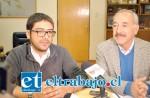 El Alcalde Patricio Freire y el jefe del Departamento de Cultura de la municipalidad, Ricardo Ruiz Herrera.