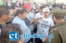Diversos enfrentamientos provocó el bloqueo que realizaron camioneros en la salida del Puerto Terrestre. (Foto: Alejandro Cortés Piffaut).