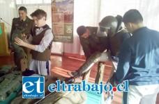 En la actividad, los estudiantes pudieron probarse los implementos policiales de seguridad, como son el uso de protecciones y cascos.