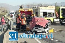 El automóvil fue impactado por un camión en momentos que viraba hacia la izquierda cuando ingresaba hacia San Vicente.