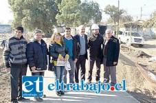 El alcalde Patricio Freire, junto a vecinos de las Acacias, visitaron el sector en donde se están realizando trabajos de construcción del Parque Quilpué.