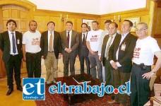 Autoridades y representantes de organizaciones de la sociedad civil del valle de Aconcagua junto al Subsecretario de Desarrollo Regional.