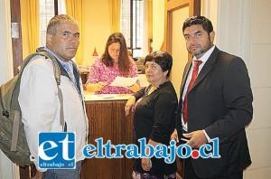 Representantes de la Junta de vecinos El Tártaro junto al abogado Héctor Pérez, interpusieron un recurso judicial en la Corte de Apelaciones contra la minera Andes Cooper por los trabajos que está realizando al interior de Los Patos.