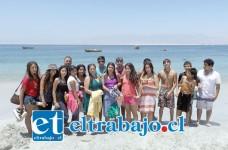 VACACIONES DE LUJO.- Ya en Playa Punta Rieles, los estudiantes dieron rienda suelta a sus ganas de correr por la playa y mojarse en el mar.