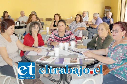 Alrededor cincuenta dirigentes sindicales y sociales de Aconcagua participaron del  encuentro donde se explicaron las tres propuestas de cambio al sistema de pensiones.
