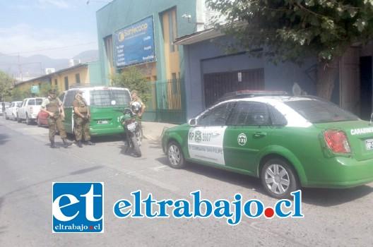 Un amplio operativo policial se registró al mediodía de ayer jueves desde calle Navarro tras una denuncia de robo al interior de un vehículo estacionado, lo que permitió la captura de un antisocial.