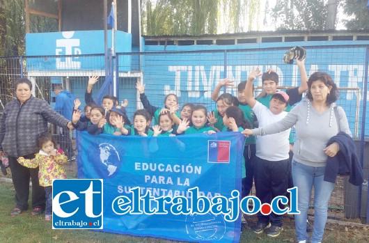 La escuela Almendral fue la única institución de la comuna certificada como protectora del medio ambiente por los años 2016 y 2017.