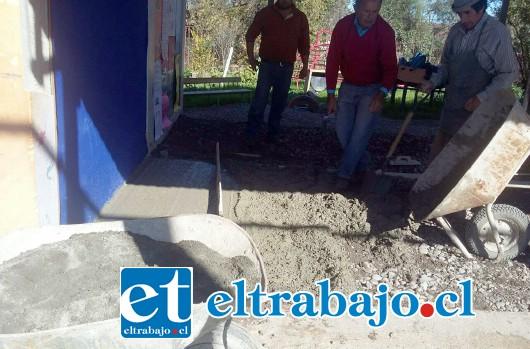 MUCHAS GANAS.- Los propios vecinos y apoderados de Bellavista están muy comprometidos con este proyecto escolar.