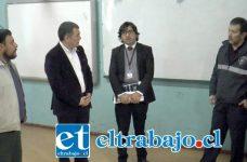 La máxima autoridad de la Provincia asistió con Claudio Gómez, del equipo de facilitadores, Carabineros y Samu, verificando el estado del Liceo Roberto Humeres.
