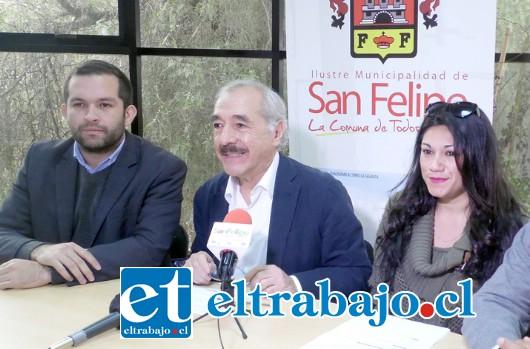 Alcalde Patricio Freire junto al concejal Basilio Muena y Mariana Bravo anunciaron próxima inauguración de Centro de Salud Veterinaria Municipal en San Felipe.