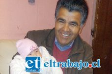 Mauricio González, candidato a concejal en San Felipe, junto a su novena nieta Ayleen Figueroa González, de sólo 2 meses de vida.