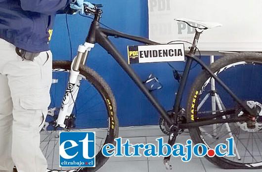 La bicicleta marca Mérida modelo Big Nine, tiene un avalúo en $1.800.000.  La tarde de este viernes la PDI la incautó desde un domicilio luego que su verdadero propietario la denunció por robo desde julio de este año.
