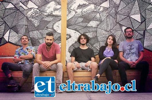 SIEMPRE DHÁRMICO.- Batería, Fernando Salazar; Bajo, Sergio Contreras; Guitarra, Cristóbal Gaete y Rodrigo Contreras y Diego Muñoz en el teclado.