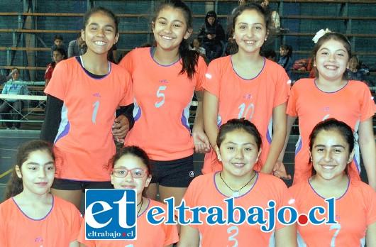 LAS MEJORES.- Este es el equipo 1 del San Felipe Voley, niñas que desde hace meses vienen dándole triunfos a nuestra comuna.