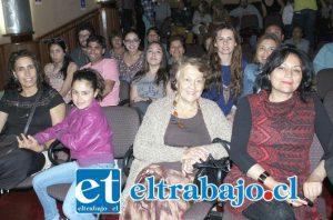 FIEBRES DE VIOLETA.- Cientos de sanfelipeños acudieron al teatro municipal para degustar de estos 15 éxitos de la gran Violeta Parra.