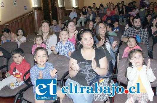 TAMBIÉN PROTAGONISTAS.- Los niños ayudaron finalmente al rescate del abuelo secuestrado, un clásico del teatro infantil de todos los tiempos.