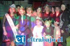 REYES DE LUJO.- Aquí tenemos en primer plano a los pequeñitos de 1º básico, Camila Rocío Ponce López y su rey feo Alexis Fierro Valdivia.