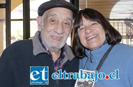 EL TIEMPO LOS UNIÓ.- El actual gerente general de Diario El Trabajo (entonces reportero), Miguel Ricardo Juri, se reencontró ayer con la artista Ximena Ugarte en nuestra Sala de Redacción.