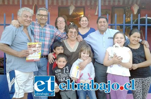 CERCA DE LA GENTE.- El candidato Eugenio Cornejo puso toda la carne al asador durante este mes de campaña, esperando el apoyo de los votantes para este crucial domingo.