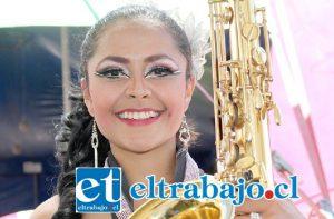 DESPAMPANANTE.- La bellísima Diana Higuera, artista colombiana, nos sorprenderá con su repertorio musical.