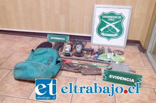 Carabineros incautó una gran cantidad de herramientas que portaba el delincuente al momento de cometer el ilícito.