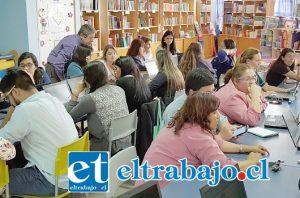 ELLOS MEJORAN.- El mes de octubre fue el mes escogido para desarrollar estas actividades, al que concurrieron más de 40 personas conformadas por profesores, técnicos en informática y directores de las escuelas.