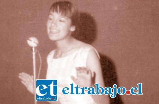 AQUELLOS AÑOS.- Así lucía La Reina del Rock en sus mejores años, bella, joven, con talento y mucha popularidad. Este viernes nos ofrecerá Tango, Folklore y Rock.