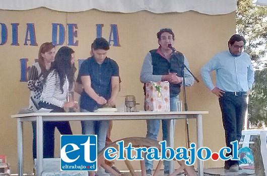 El Concejal Electo Mario Villanueva en su polémica participación en un colegio donde ofreció un asado y por lo cual fue acusado de cohecho.