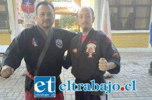 El Maestro Oscar 'Toti' Contreras (izq.) organiza la Copa de la Hermandad, uno de los eventos más importantes de las artes marciales de Chile.