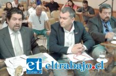 Director Regional del SEA, Alberto Acuña Cerda, junto al gobernador, Eduardo León.