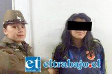 La imputada Katherine Sharlotte Iturrieta Herrera fue detenida junto a otro sujeto apodado 'El Pichicho', acusados del delito de robo con violencia.