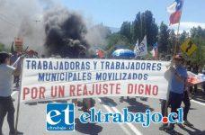 Los trabajadores de la mesa del sector público de Los Andes, decidieron radicalizar sus manifestaciones en contra del gobierno por negarse a entregar un reajuste salarial superior al 3,2%.