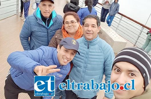 PROFES A CARGO.- Aquí tenemos a los profesores a cargo de la gira: Patricia Fernández, Gabriel Urtubia, Silvana Salinas, Edwin Zepeda y Sebastián Vásquez.