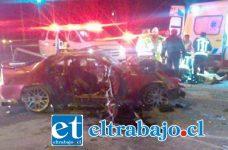 El vehículo marca Honda conducido por Miguel Toro Silva, quien se encuentra en estado grave y en calidad de detenido. Lamentablemente su esposa Paola Vergara Meneses falleció víctima del fuerte impacto entre los móviles. (Fotografías: @EmerVCordillera).