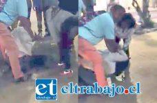 Las capturas de las imágenes del video revelan la furia de los ciudadanos en contra del acusado por presunto abuso sexual en contra de una niña de 10 años.