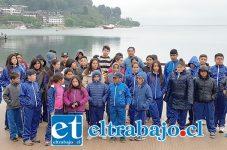 Los chicos hicieron algunas pautas en el camino, como en Puerto Varas, lugar en donde respiraron aire libre y se tomaron esta foto para Diario El Trabajo.