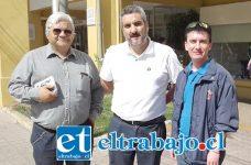 La directiva Asemuch San Felipe, encabezada por Wladimir Tapia, tesorero José Madrid y secretario Nelson Leiva.