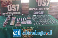 Efectivos del OS7 de Carabineros incautaron las drogas desde una vivienda de la Villa Santa Teresita de San Felipe la mañana de ayer miércoles, además de la detención de un imputado de 22 años que enfrentará a la justicia el día de hoy en tribunales.
