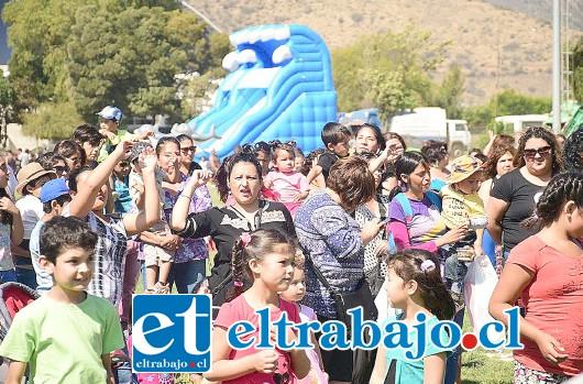 La fiesta se efectuó en el Estadio Municipal, y fue abierta para todos los vecinos de Llay Llay.