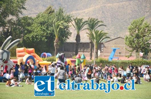 Más de tres mil niños, disfrutaron de juegos inflables, juegos de agua, pinta caritas, zumba, el divertido show de Polín y Maxi, los exploracolores de Cantando Aprendo a Hablar.
