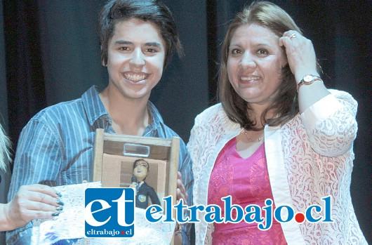 JOVEN GANADOR.- Franco Cossio, ganó el festival en la categoría Media, aunque le costó bastante vencer a sus rivales del concurso.
