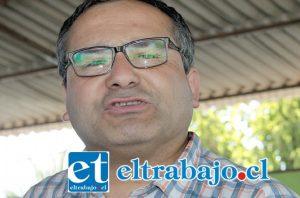 Guillermo Quijanes, experimentado profesor de ajedrez, quien la lleva en esta clase de eventos.