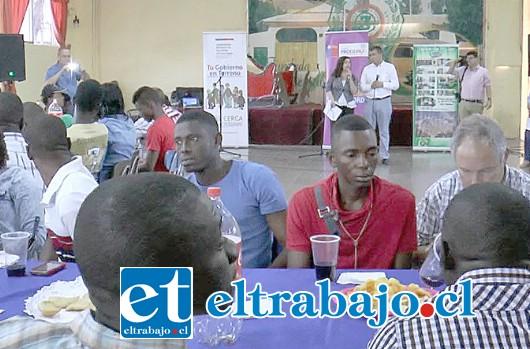 La iniciativa, que reunió a más de 50 haitianos, se logró gracias al trabajo colaborativo de varios servicios públicos, empresarios locales y voluntarios.
