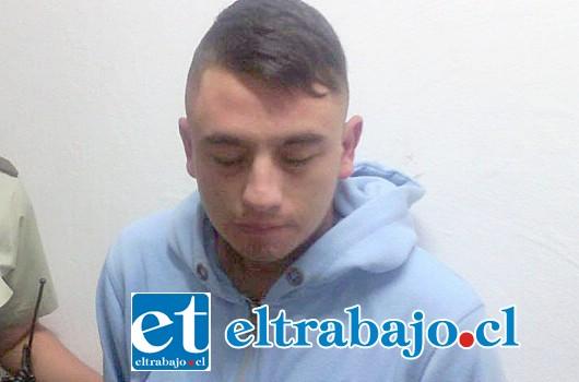 El imputado, Joaquín Arias Estay, posee un amplio prontuario delictivo, siendo capturado por Carabineros tras la comisión de diversos delitos en la ciudad de San Felipe.