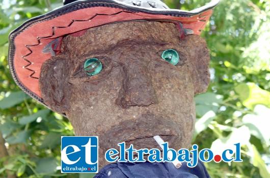 SOY JAIMITO.- Aquí tenemos a 'Jaimito', con sus ojos de vidrio, el sombrero de Indiana Jones y un mortal cigarro.