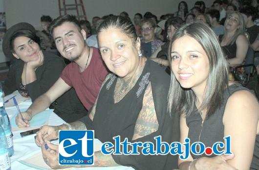 JURADO DE LUJO.- Ellos son la ganadora del programa de TV The Voice 2016, la joven Javiera Flores, así como por los cantantes Carolina Rosinelli, Roberto Adasme y Angie Jorquera.